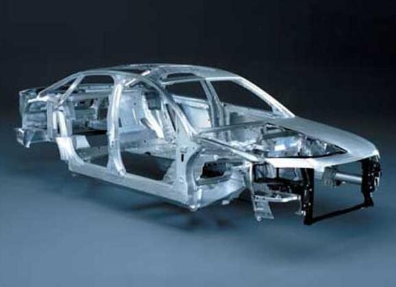 一、汽车车身铝板的典型生产工艺及性能控制   在全球倡导节能环保的大形势下,汽车产业的轻量化技术应用被推上日程.汽车覆盖件用铝合金板材的应用就是一种简单有效的轻量化方式.汽车铝板是高端铝合金品种中的一种,由于其对使用性能(成形、连接等)及表面质量的严苛要求,也给原材料的加工过程提出了更精细的控制管理要求.